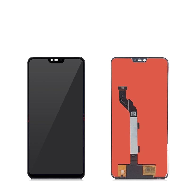 Ассортимент дисплеев Xiaomi в магазине YaParts