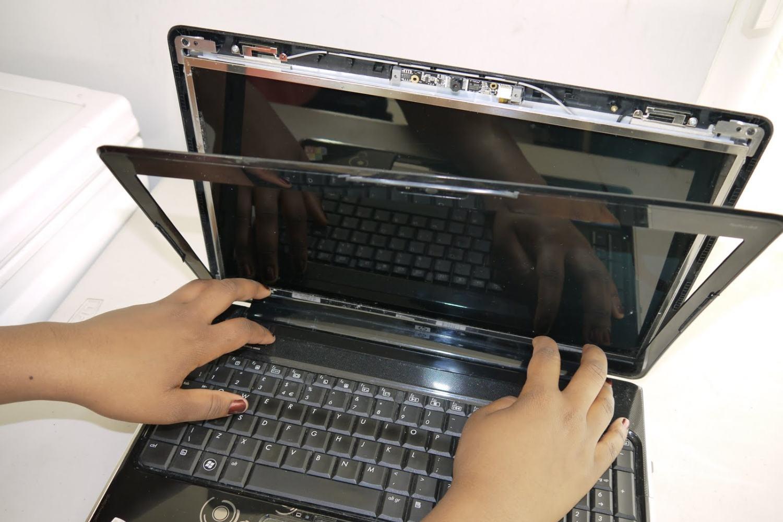 Как заменить матрицу на ноутбуке?